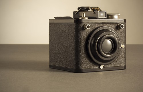 small-vintage-camera-on-right-of-frame